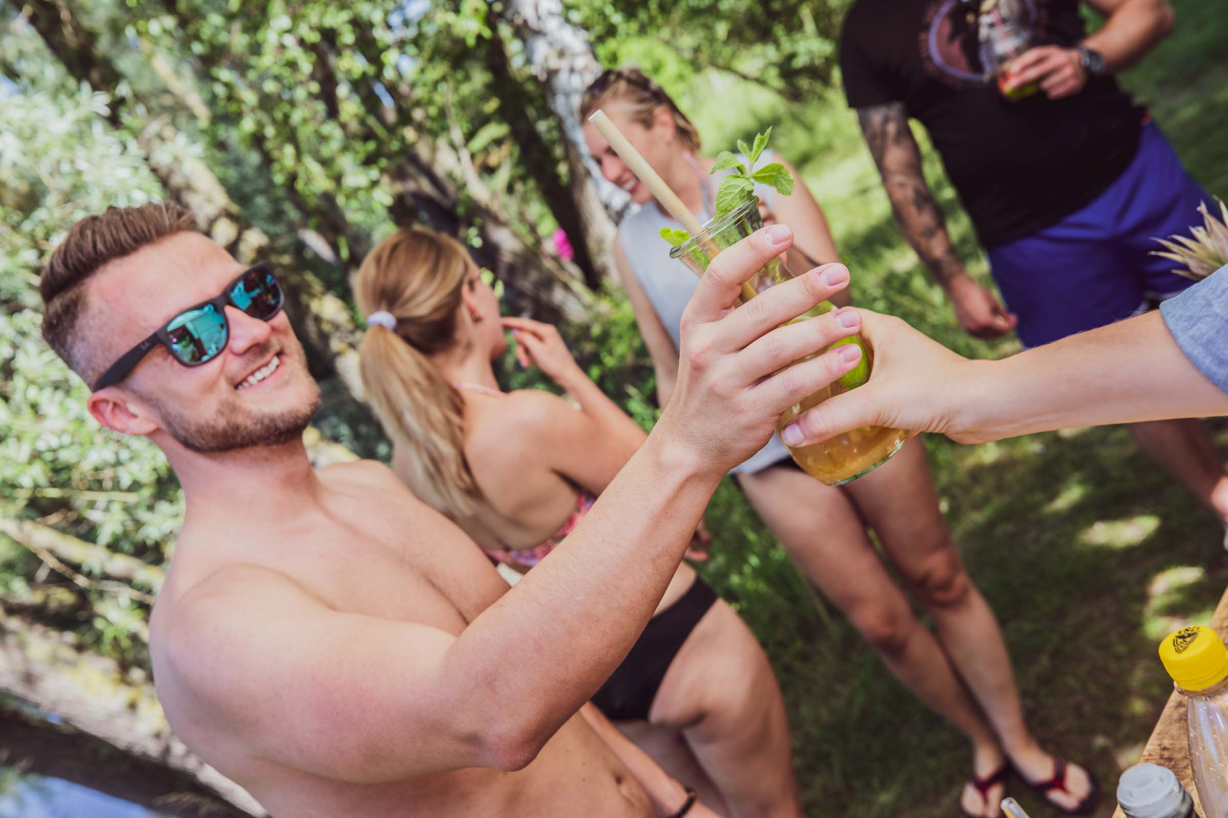 Barformat - Mobile | Bar | Cocktailservice | Hannover | Getränke | Catering | Cocktails | Wein | Aperitif | Gin | Kaffeebar | Softdrinks | Festival | Hochzeit | Messe | Firmenfeier | Buchen | Mieten | Anfragen