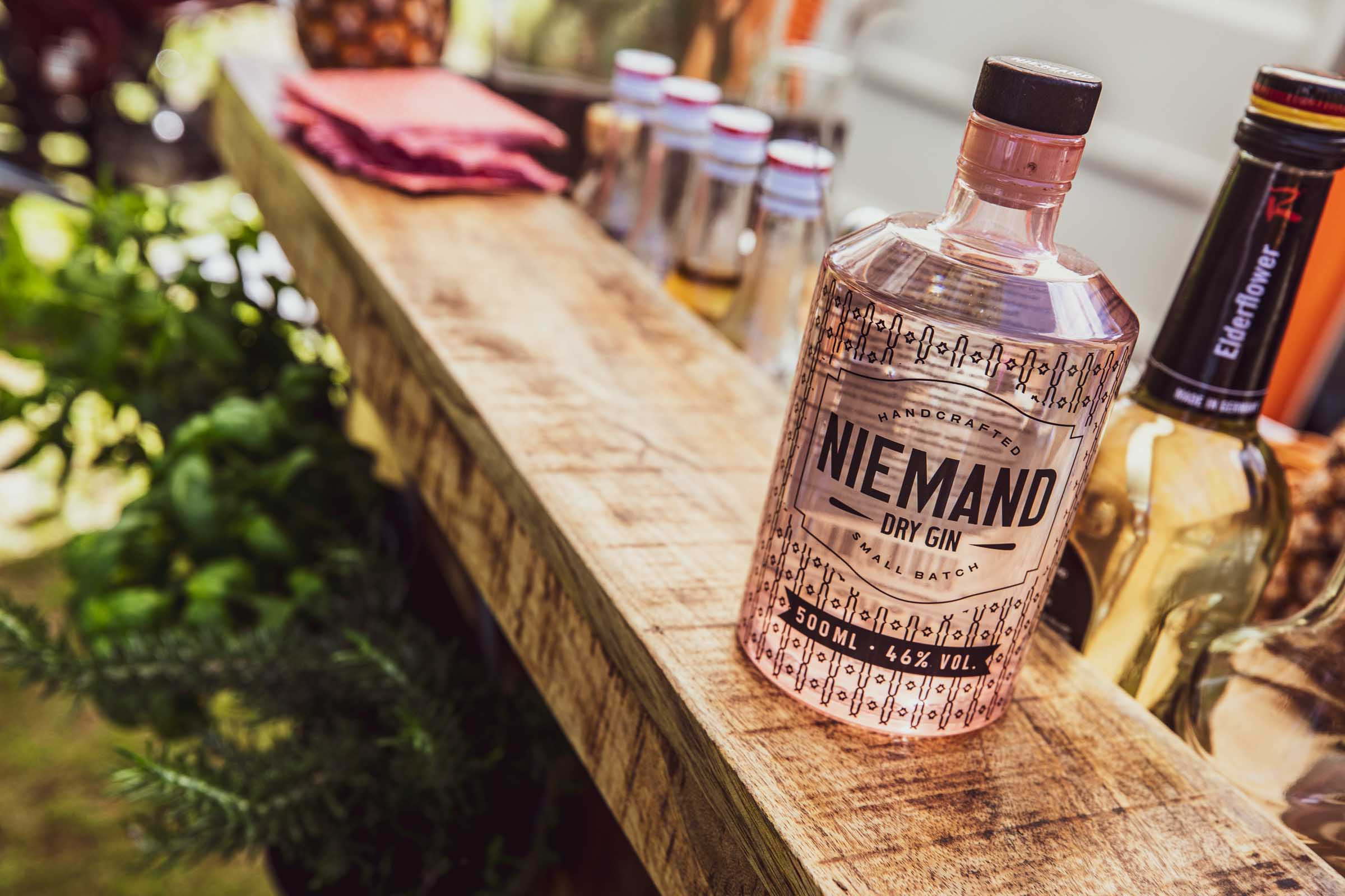 Barformat | Mobile | Bar | Cocktailservice | Hannover | Getränke | Catering | Cocktails | Wein | Aperitif | Niemand | Gin | Hochzeit | Messe |Firmenfeier | Buchen | Mieten | Anfragen