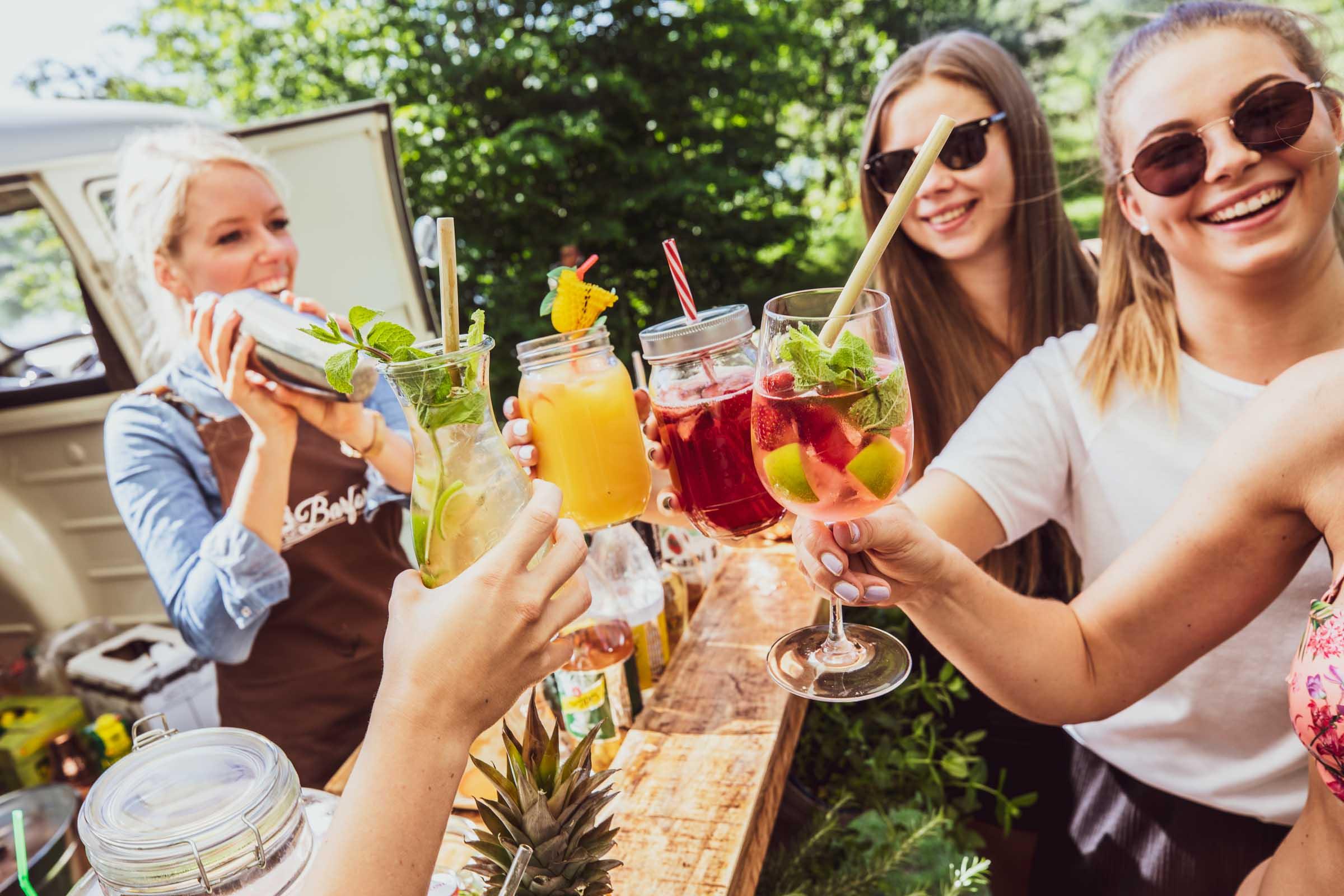 Mobile | Bar | Cocktailservice |Hannover | Getränke | Catering | Foodtruck | Ginbar | Weinbar | Kaffee | Softdrinks | Cocktails | Wein | Aperitif | Standesamt | Trauung |Hochzeit | Messe | Firmenfeier | Buchen | Mieten |Anfragen