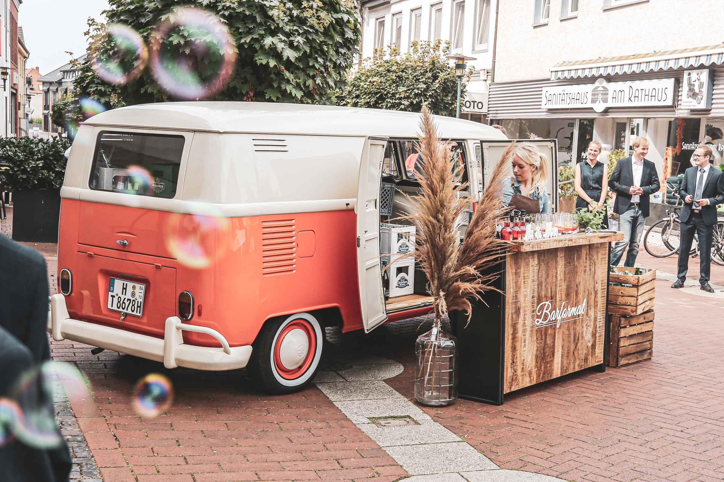 Cocktailservice | Hannover | Mobile | Bar | Bulli | VW | Barformat | Hochzeit | Barkeeper | Kirche | Standesamt | Getränke | Catering | Sektbar | Buchen | Mieten | Anfragen