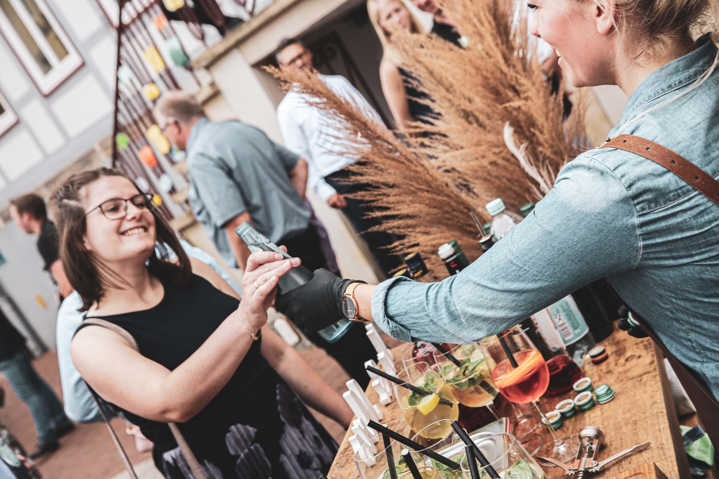 Cocktailservice | Hannover | Mobile | Bar | Bulli | VW | Barformat | Hochzeit | Standesamt | Barkeeper | Getränke | Catering | Ginbar | Weinbar | Sektbar | Cocktails | Buchen | Mieten | Anfragen