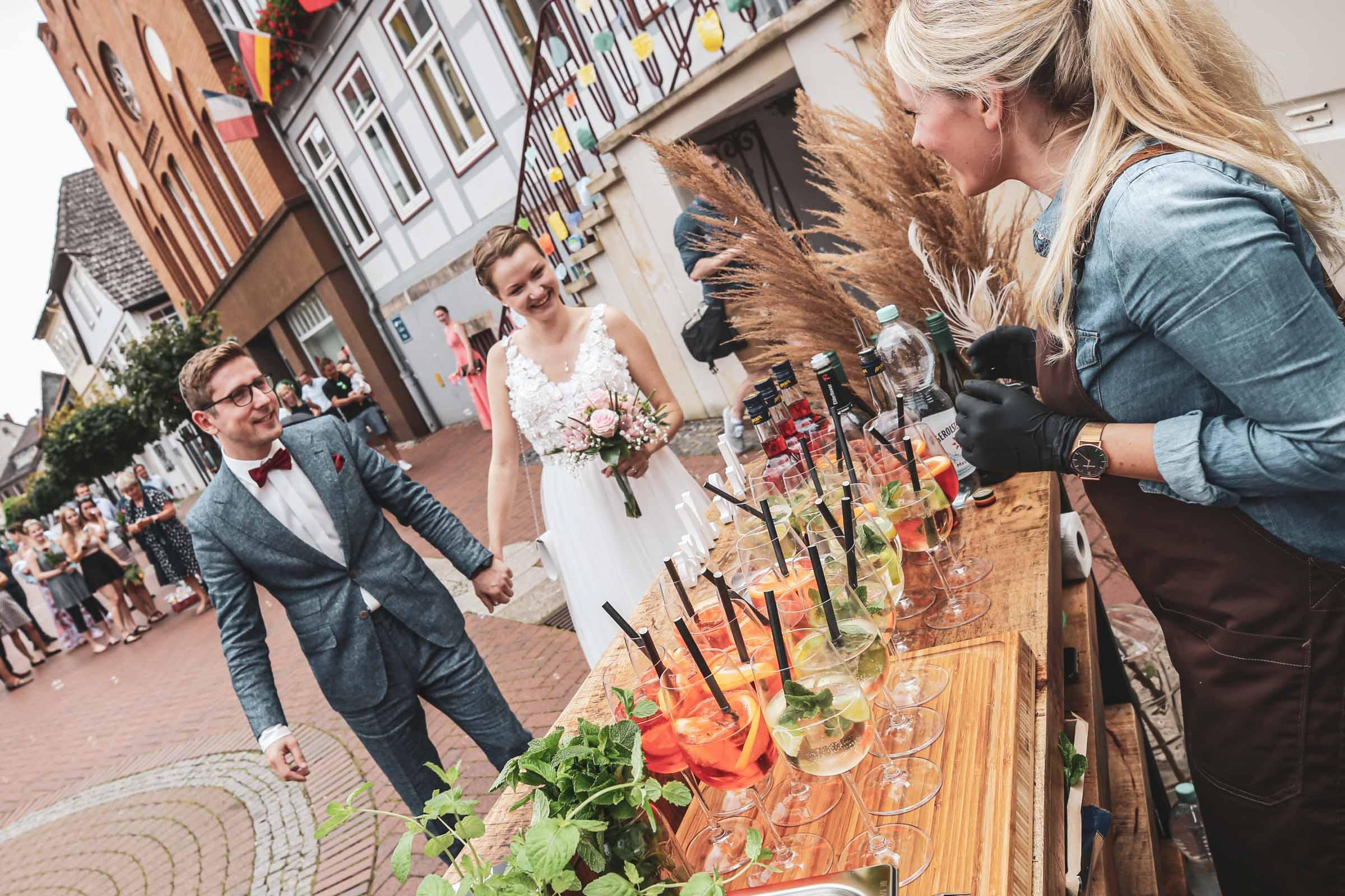Cocktailservice | Hannover | Mobile | Bar | Bulli | VW | Barformat | Hochzeit | Tresen | Standesampt | Barkeeper | Getränke | Catering | Weinbar | Sektbar | Buchen | Mieten | Anfragen