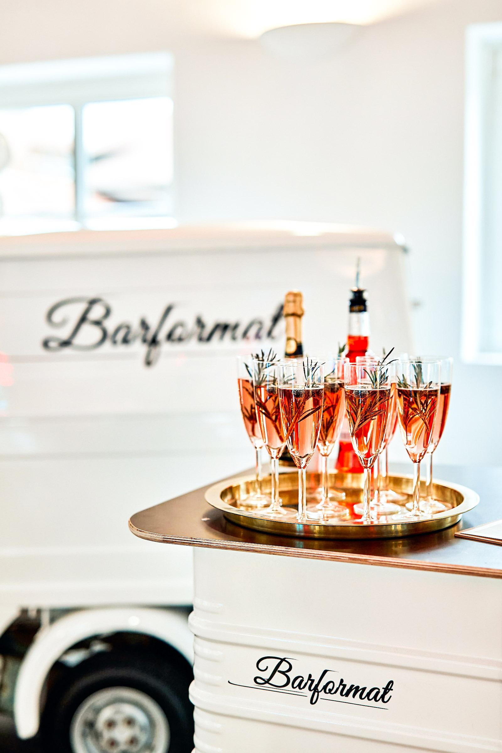 Mobile | Bar | Ape | Bulli | Cocktailservice | Getränke | Catering | Foodtruck | Sektbar | Sektempfang | Standesamt | Hochzeit | Barkeeper | Kellner | Hochzeit | Event | Mieten | Buchen | Barformat