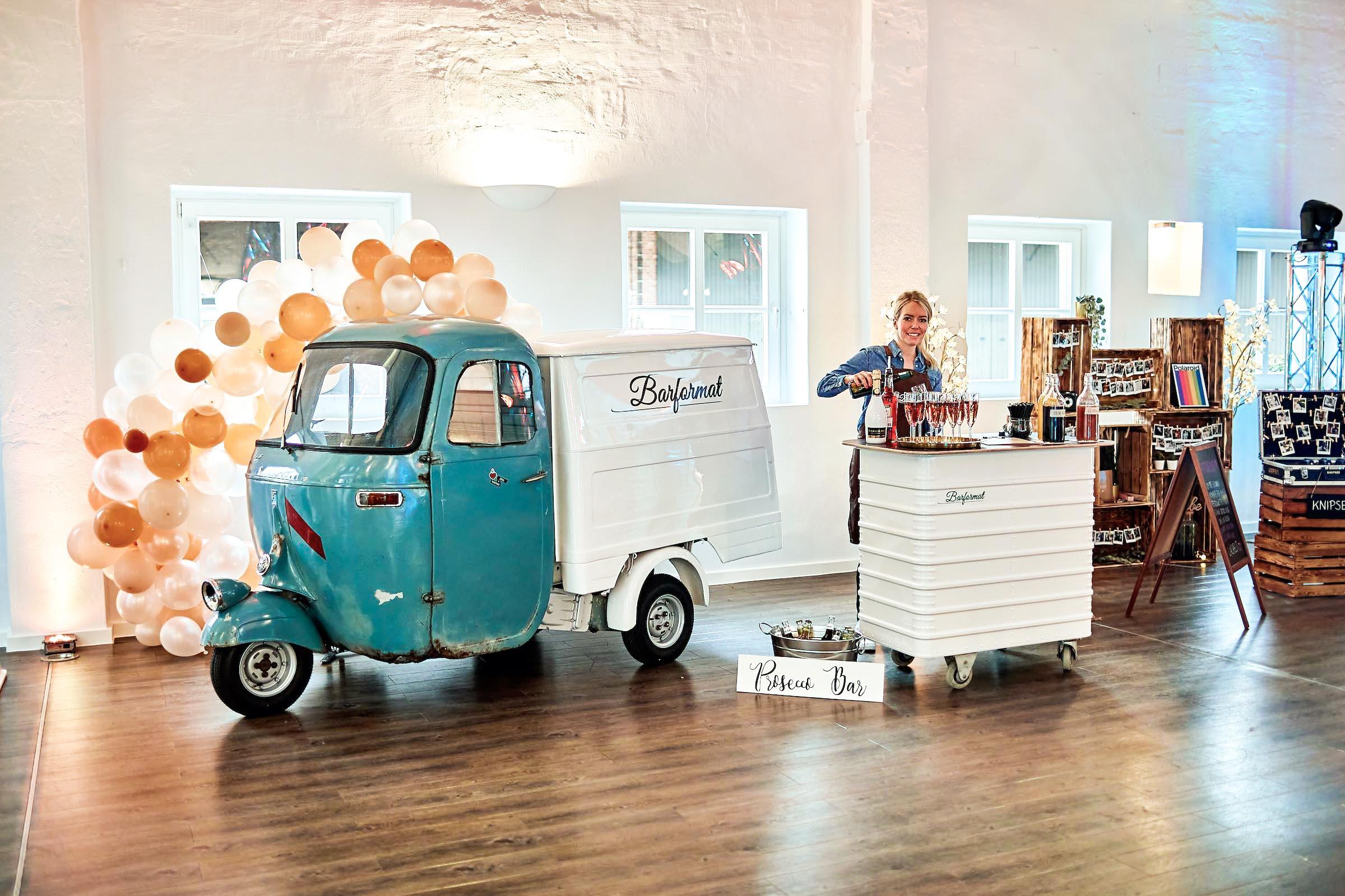 Mobile | Bar | Ape | Bulli | Cocktailservice | Getränke | Catering | Foodtruck | Sektbar | Weinbar | Sektempfang | Standesamt | Hochzeit | Barkeeper | Kellner | Hochzeit | Event | Mieten | Buchen | Barformat