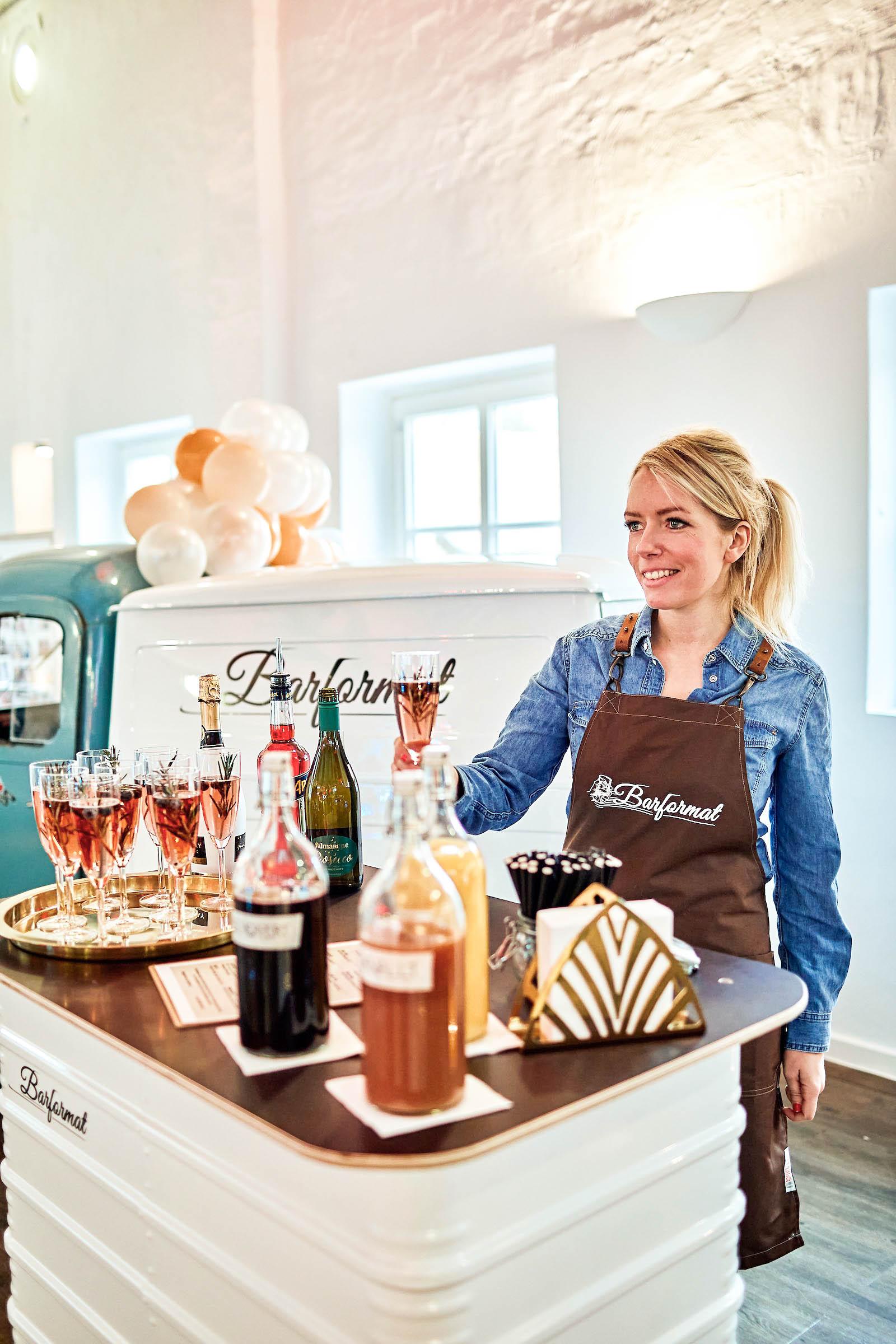 Mobile | Bar | Ape | Bulli | Cocktailservice | Getränke | Catering | Sektbar | Kaffeebar | Kuchen | Sektempfang | Standesamt | Hochzeit | Barkeeper | Kellner | Hochzeit | Event | Mieten | Buchen | Barformat