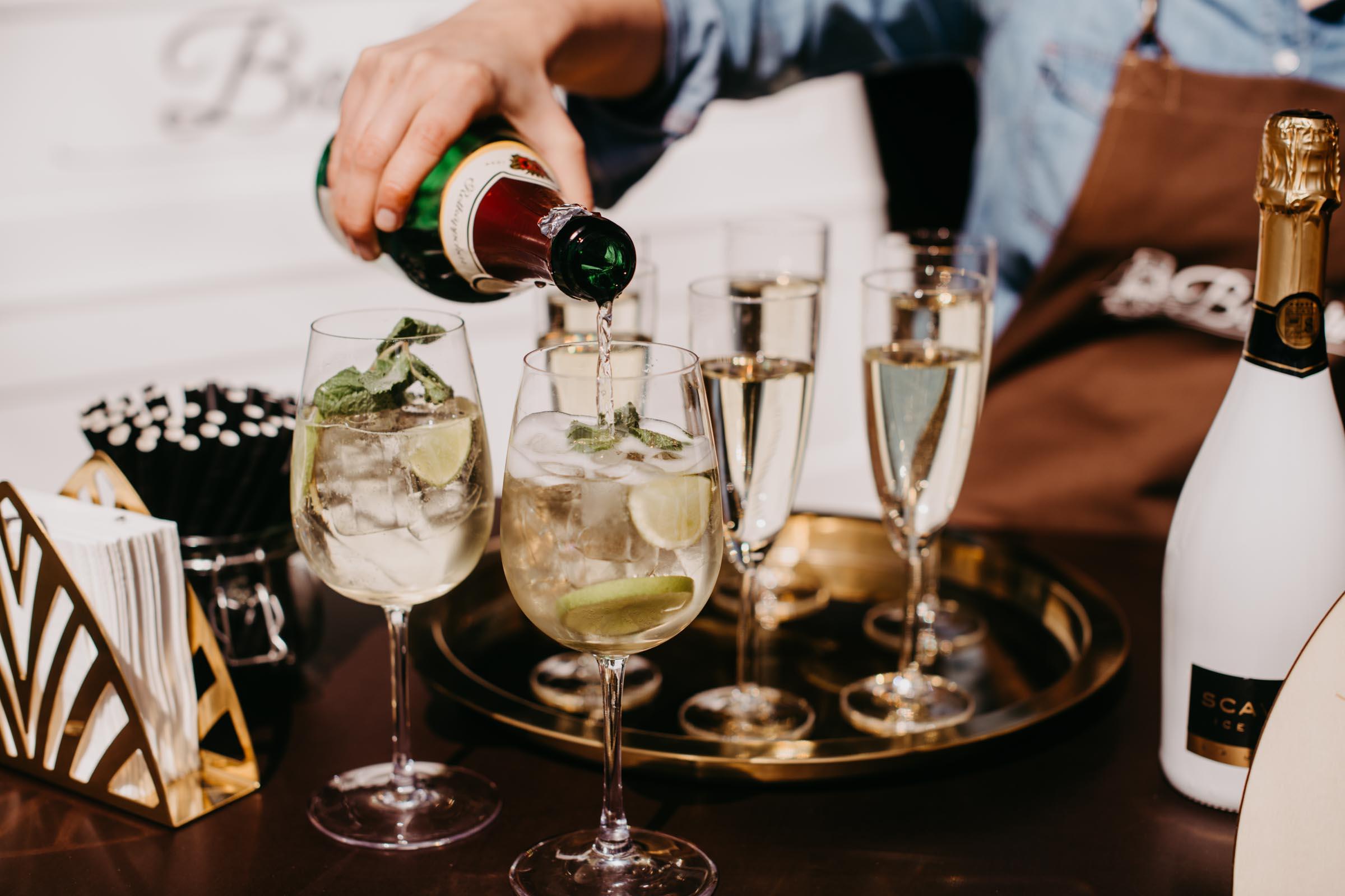 Mobile | Bar | Ape | Bulli | Cocktailservice | Cocktail | Bus | Hannover | Getränke | Catering | Foodtruck | Kuchen | Sektempfang | Standesamt | Hochzeit | Barkeeper | Hochzeit | Event | Mieten | Buchen | Barformat