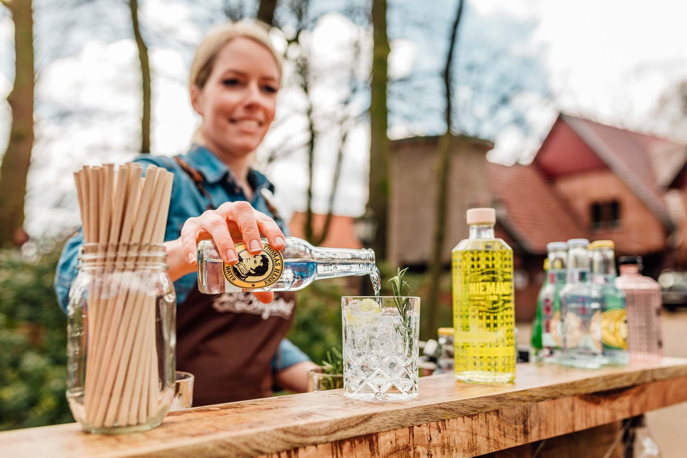 Mobile | Bar | Ape | Bulli | Cocktailservice | Cocktail | Bus | Hannover | Getränke | Catering | Foodtruck | Sektempfang | Standesamt | Hochzeit | Barkeeper | Hochzeit | Mieten | Event | Buchen | Barformat