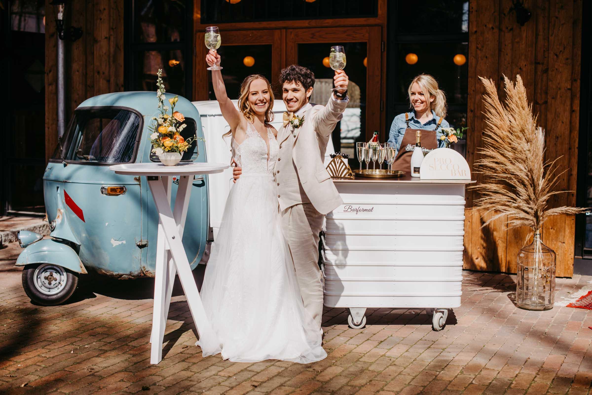 Mobile | Bar | VW | Bulli | Ape | Vespa | Cocktailservice | Cocktail | Bus | Catering | Getränke | Foodtruck | Sektempfang | Standesamt | Hochzeit | Barkeeper | Hochzeit | Event | Buchen | Mieten | Barformat