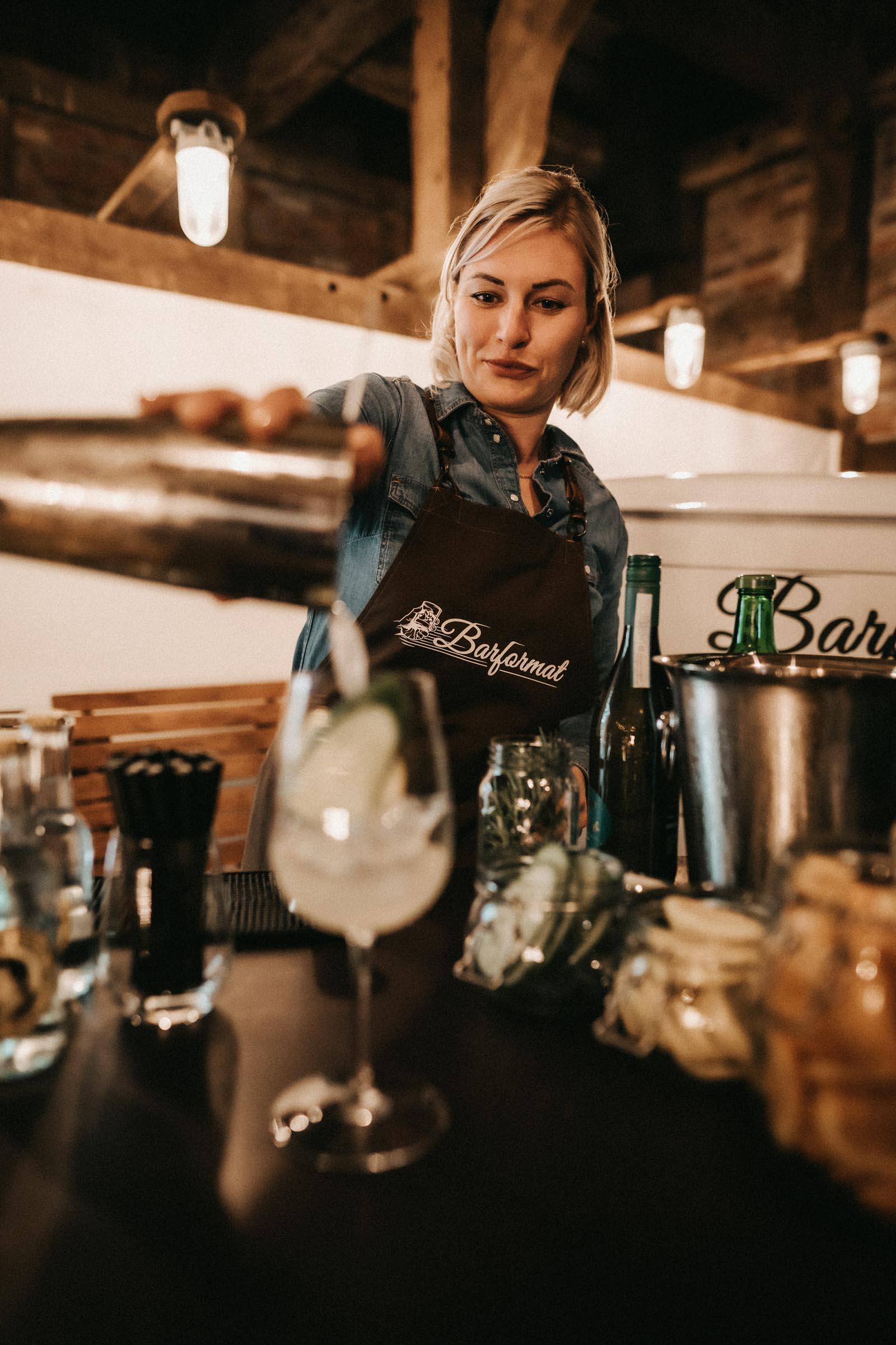 Barformat | Mobile | Bar | Cocktailservice | Hannover | Hamburg | Bremen | Braunschweig | Cocktailbar | Sektempfang | Bulli | Bar | Hochzeit | Barkeeper | Messen | Firmenfeiern | Catering | Food | Truck | Getränke | Ape | VW