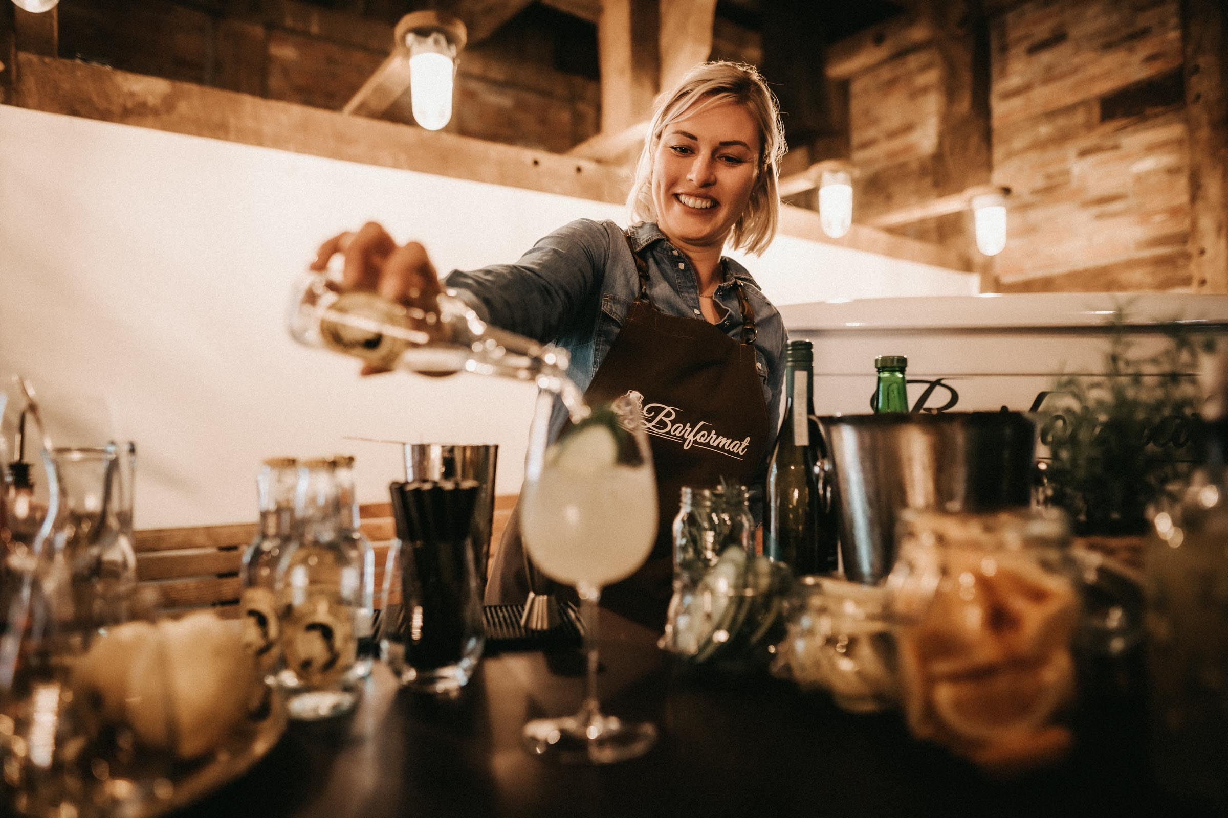 Barformat | Mobile | Bar | Hannover | Hamburg | Bremen | Braunschweig | Cocktailbar | Sektempfang | Cocktailservice | Bulli | Bar | Hochzeit | Barkeeper | Messen | Firmenfeiern | Catering | Food | Truck | Getränke | Ape | VW